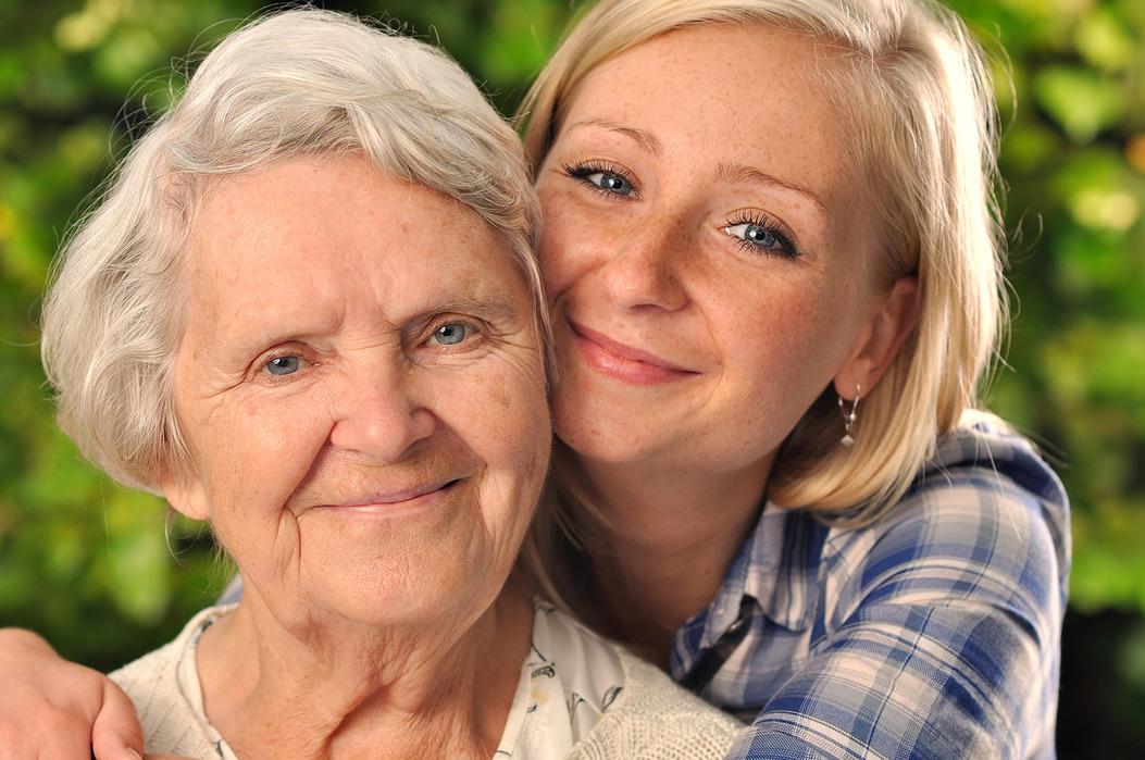 Пожилой и девушка — 15