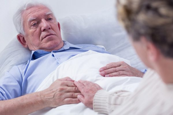 Как обеспечить необходимый уходу за лежачими больными