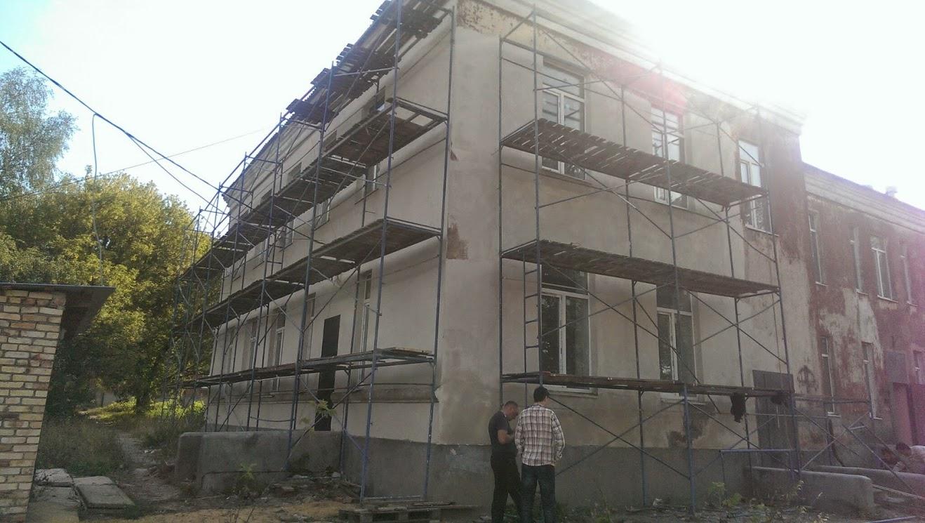 Установка строительных лесов в доме престарелых