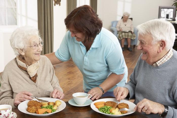 питание в пансионате для пожилых людей