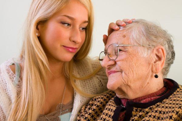Как оформить уход за пожилым человеком старше 80 лет?