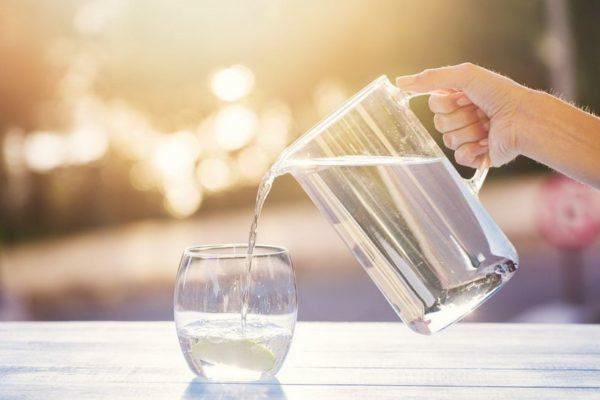 Достаточное потребление воды поможет защититься от деменции