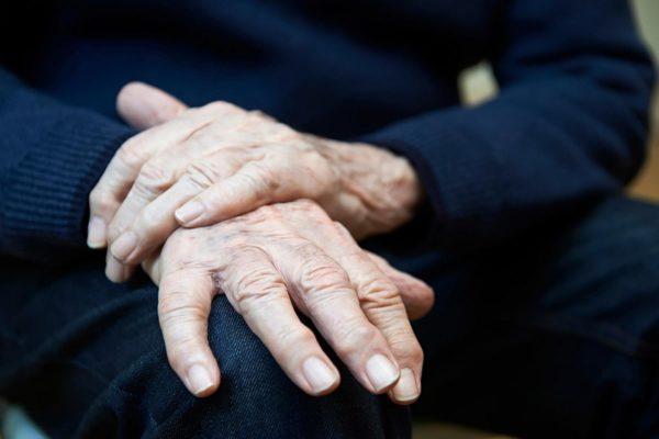 Нарушение осанки может являться признаком болезни Паркинсона
