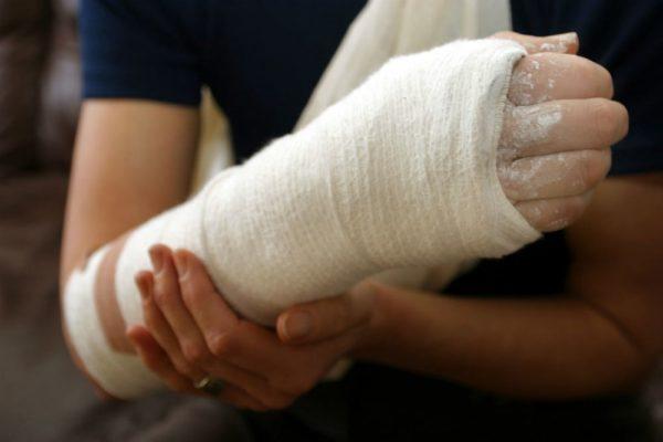 Одинаковая эффективность операций и гипсования при переломах запястья