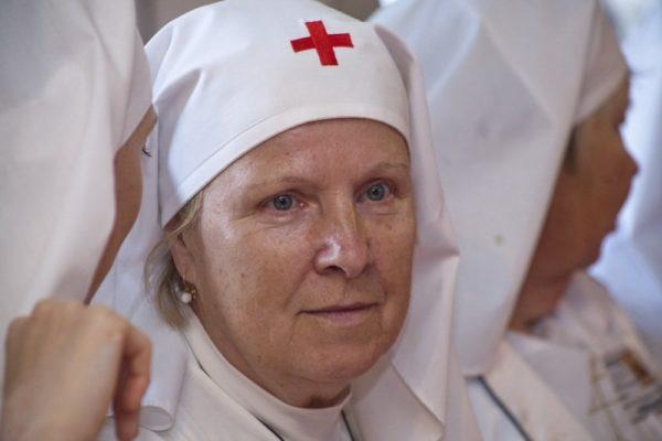 Сестры милосердия занимаются обучением граждан уходу за тяжелобольными людьми